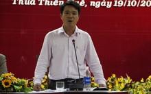 Ông Nguyễn Huy Hiển, Phó Giám đốc Sở TT-TT, trả lời về việc xử phạt hành chính bác sĩ Hoàng Công Truyện tại cuộc họp báo của UBND tỉnh Thừa Thiên - Huế
