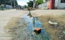 Một số cơ sở để nước thải chảy tràn ra ngoài, tù đọng ven đường, gây ảnh hưởng môi trường.
