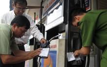 Lực lượng chức năng TP. Cần Thơ kiểm tra xử lý cơ sở kinh doanh xăng dầu trên địa bàn. Ảnh: Ban Chỉ đạo 389