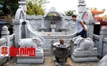 Ngôi mộ bị Trí đào bới, trộm tro cốt.