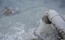 Doanh nghiệp xả thải trực tiếp ra hệ thống kênh thủy lợi.