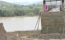 Mố cầu buôn Khóa bị đổ sập hoàn toàn.