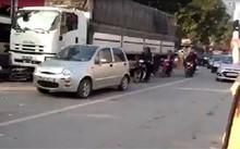Hà Nội: Người đàn ông ngã ra đường bị xe tải chèn qua