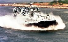 Cận cảnh siêu tàu đổ bộ Zubr khai hỏa diệt mục tiêu trên biển