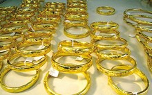 Giá vàng hôm nay 1/10:Giá vàng lao dốc do đồng đô la tăng mạnh