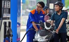 Giá xăng giảm 670 đồng/ lít từ 12h trưa nay