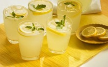 Những loại nước giúp bạn giải rượu ngay trên bàn nhậu