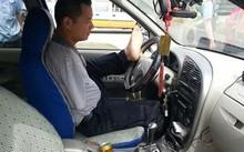 """Trung Quốc: """"Quái xế"""" lái xe hơn 160.000km bằng... chân"""