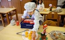 Thực tế bữa trưa tại trường tiểu học Nhật khiến cả thế giới sững sờ