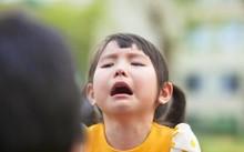 Tuyệt chiêu khiến trẻ ngừng khóc lóc, mè nheo của mẹ Mỹ