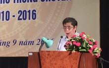 Vụ trưởng vụ Giáo dục trung học Vũ Đình Chuẩn báo cáo kết quả đề án phát triển hệ thống trường THPT chuyên giai đoạn 2010-2016. Ảnh: Thanh Tâm.