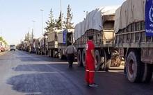 31 xe chở hàng cứu trợ nhân đạo trước khi bị không kích. Ảnh: Syria Red Crescent