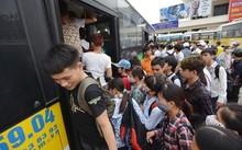 Xe buýt ở Hà Nội chưa đáp ứng được kỳ vọng về vận chuyển hành khách. Ảnh: Lê Hiếu.