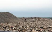 Bãi rác Đa Phước được xác định là nguyên nhân khiến mùi hôi bùng phát khắp khu Nam TP HCM và gây tác động lớn đến tâm lý thị trường bất động sản khu vực này. Ảnh: Hữu Nguyên