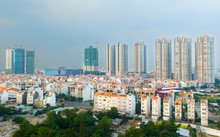 Các doanh nghiệp địa ốc đang đua nhau chào mời mức thu nhập khủng để tuyển sale bất động sản. Ảnh: Lucas Nguyễn