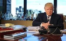 Ông Donald Trump tại văn phòng làm việc thuộc tòa Tháp Trump, New York. Ảnh: Washington Post