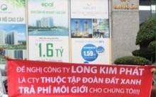 Nhóm người của Long Kim Phát căng băng rôn trước cửa trụ sở Tập đoàn Đất Xanh đòi trả phí môi giới