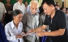 Vinamilk trực tiếp cứu trợ người dân miền Trung, ủng hộ 2 tỷ đồng tiền mặt