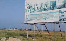Khu phức hợp đô thị thương mại dịch vụ do Thành Đạt làm chủ đầu tư bỏ hoang, cỏ mọc um tùm.