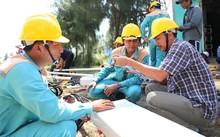 Đội kỹ thuật Viettel Khánh Hoà lắp đặt trạm phát sóng tại Vạn Ninh