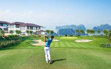 Sân golf hướng vịnh trong quần thể nghỉ dưỡng FLC Hạ Long.