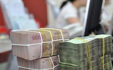 Thu nhập từ tiền gửi ngân hàng của người dân hiện chưa thuộc diện nộp thuế. Ảnh: Anh Quân.
