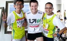 Hàng trăm vận động viên tham gia cuộc thi chạy thang bộ chinh phục đỉnh cao tại TP HCM