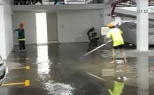 Nước dột lênh láng trong hầm để xe chung cư SaigonRes Plaza