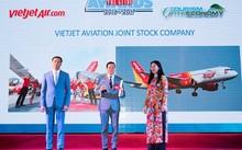 Ông Chu Việt Cường, thành viên HĐQT Vietjet nhận giải thưởng tại The Guide Awards