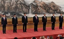 7 thành viên Ủy ban Thường vụ Bộ Chính trị đảng Cộng sản Trung Quốc khóa 19 ra mắt lần đầu tiên tại Đại lễ đường Nhân dân hôm nay (25/10)