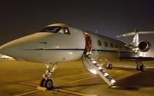 Máy bay của tỷ phú Jack Ma đỗ tại sân bay Nội Bài. Ảnh: Anh Duy.