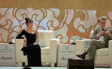 CEO Vietjet và Phó Chủ tịch điều hành, toàn cầu của Wal- Mart tại CEO Summit 2017