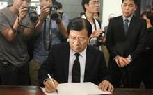 Phó Thủ tướng Trịnh Đình Dũng ghi sổ tang