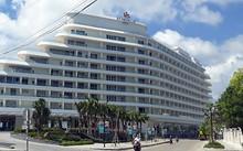 Khách sạn 5 sao Seashells xây vượt phép một tầng, buộc phải tháo dỡ. Ảnh: Dương Đông