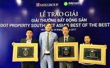 Đại diện Dot Property Awards trao chứng nhận giải thưởng cho MIKGroup