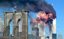 Tòa Tháp đôi tại New York, Mỹ bốc cháy trong vụ khủng bố 11/9/2001