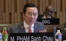 Ông Phạm Sanh Châu trả lời phỏng vấntại trụ sở UNESCO (Paris, Pháp), ngày 27/4.
