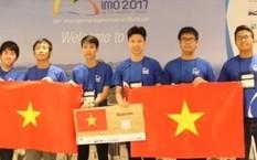 Các thành viên của đội tuyển Olympic Toán học Việt Nam năm 2017