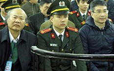 Bố đẻ Giang Kim Đạt ngoài cùng tay trái