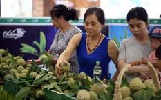 Tại điểm bán na ở Hoàng Quốc Việt (Hà Nội), người dân đã mua khoảng 2 tấn trong vòng 2 ngày qua (Ảnh: Toquoc.vn)
