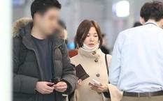 Song Hye Kyo đi cùng trợ lý, không có ông xã Song Joong Ki tháp tùng