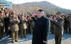 Nhà lãnh đạo Triều Tiên Kim Jong-un và các binh sĩ Triều Tiên. Ảnh: KCNA