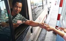 Thu phí BOT tại trạm Cai Lậy (Tiền Giang) đang gây nhiều bức xúc. Ảnh: Hoàng Nam.