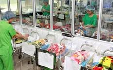 Chăm sóc trẻ sơ sinh tại Bệnh viện Phụ sản Trung ương, Hà Nội.