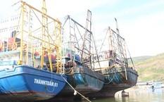 Tàu vỏ thép ngư dân Bình Định hư hỏng