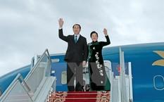 Chủ tịch nước Trần Đại Quang và Phu nhân tại sân bay Quốc tế Minsk. (Ảnh: Nhan Sáng/TTXVN)