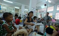 Trẻ điều trị bệnh sốt xuất huyết tại Bệnh viện Nhi đồng 1.