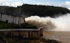 Hồ thuỷ điện Hoà Bình xả lũ ngày 19/7 vừa qua.