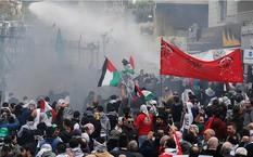 Cảnh sát phun vòi rồng ngăn bạo lực ngoài đại sứ quán Mỹ tại Lebanon