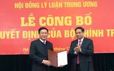 Đồng chí Phạm Minh Chính trao Quyết định và chúc mừng đồng chí Nguyễn Xuân Thắng. Ảnh Dangcongsan.vn
